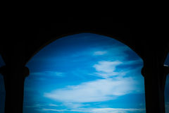 La casa interior ve al cielo Foto de archivo libre de regalías
