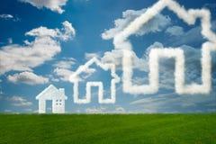 La casa nel cielo fatto delle nuvole - rappresentazione 3d Fotografia Stock Libera da Diritti