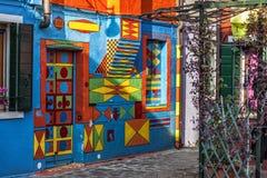 La casa pintó todos los colores en Murano Fotos de archivo libres de regalías