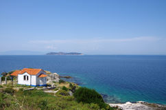 La casa por el mar Imagen de archivo libre de regalías