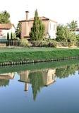 La casa reflejó en el río Brenta, Venecia, Italia Fotos de archivo libres de regalías