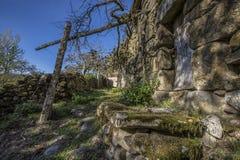 La casa vieja comió el pueblo de Matos, en Baiao, Portugal fotografía de archivo libre de regalías
