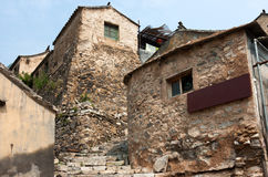 La casa vieja del ladrillo de la aldea antigua Foto de archivo