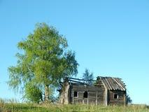La casa y el árbol Foto de archivo libre de regalías
