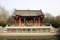 La casa y el pabellón del jardín chino Imágenes de archivo libres de regalías