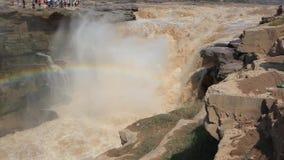 La cascada amarilla más grande de la cascada- de Hukou en China almacen de metraje de vídeo
