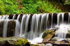 La cascada cárpata Shypit Imagenes de archivo