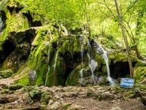 La cascada de Cheile Nerei Beusnita en el parque nacional Nera Gorges Imagen de archivo libre de regalías
