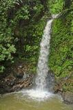 La cascada del arco iris, también conocida como iris de Catarata Arco, es el tercero de cinco cascadas en las cascadas del fresco imágenes de archivo libres de regalías