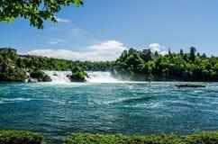 18 04 819 La cascada del Rin en los alcances más bajos y el Lauf foto de archivo