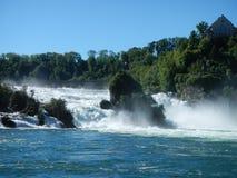 La cascada del Rin en Suiza Imágenes de archivo libres de regalías