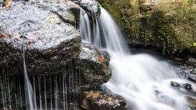 La cascada a lo largo de Collins Creek en Herber salta Arkansas Fotos de archivo libres de regalías