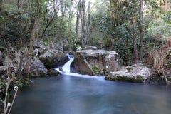 La cascada y el lago Imagen de archivo libre de regalías