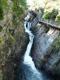 La cascade à écriture ligne par ligne à la haute tombe gorge, l'Adirondacks, NY, USA Photo libre de droits