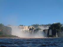 La cascade à écriture ligne par ligne d'Iguazu photo libre de droits