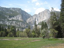La cascade dans Yosemite image stock