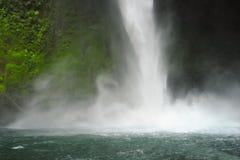 La cascade de Fortuna de La martèle vers le bas pour créer une brume de refroidissement photos stock