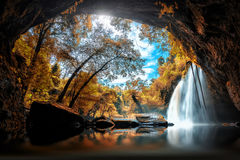 La cascade de Haew Suwat au parc national de Khao Yai dans Thailandl est a Photo libre de droits