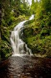 La cascade de Szklarka dans les montagnes géantes Près de Szkarska Poreba, la Pologne photo stock