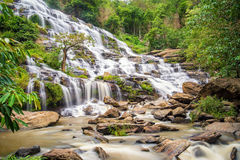 La cascade de ya de montant éligible maximum est une belle cascade dans Chiang Mai, thaila Photos stock