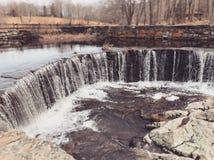 La cascata che scorre dentro Southford cade parco di stato Fotografia Stock
