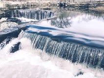 La cascata che scorre dentro Southford cade parco di stato Fotografie Stock