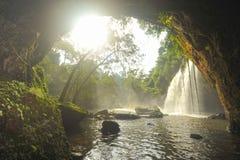 La cascata di Haew Suwat da frana il parco nazionale di Khao Yai, Tailandia Fotografie Stock Libere da Diritti