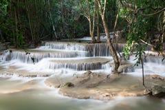 La cascata di Huaymaekamin è bella cascata in Kanchanaburi, Fotografie Stock