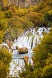 La cascata di Krka precipita a cascata la Croazia fotografia stock libera da diritti