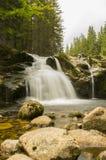 La cascata di piccolo Elba in montagne di Krkonose Immagini Stock Libere da Diritti