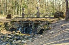 La cascata di rovina nel parco di Pavlovsk Immagini Stock Libere da Diritti
