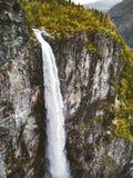 La cascata di Vettisfossen è il più alta caduta libera nel paesaggio della Norvegia Immagine Stock