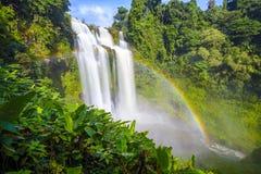 La cascata e l'arcobaleno dello gneuang di Tad in pioggia condiscono Immagini Stock Libere da Diritti