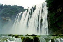 la cascata ed il raggruppamento profondo Fotografie Stock