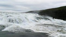 La cascata imponente di Gullfoss in Islanda video d archivio