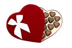 La casella di cuore ha modellato il cioccolato con il percorso di residuo della potatura meccanica (immagine 8.2mp) immagini stock