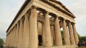 La casserole verticale a tiré du temple antique de Hephaestus, patrimoine culturel grec clips vidéos