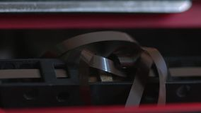 La cassetta audio ottiene aggrovigliata nel registratore video d archivio