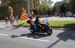 La Catalogne Diada dans des cavaliers de rues de ville de Barcelone photographie stock