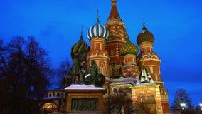 La catedral de la albahaca del santo que sorprende en la Plaza Roja, Moscú, símbolo del país metrajes