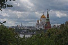 La catedral de Cristo el salvador y el Kremlin Imagenes de archivo