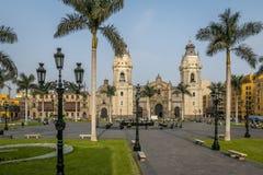 La catedral de la basílica de Lima en alcalde de la plaza - Lima, Perú Imagen de archivo