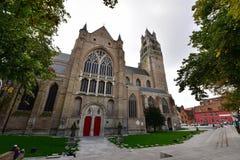 La catedral de Salvator histórico y majestuoso del santo en Brujas Imagen de archivo libre de regalías