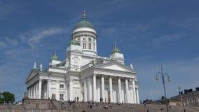 La catedral de San Nicolás en el cuadrado del senado Helsinki, Finlandia almacen de metraje de vídeo