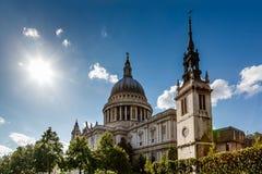 La catedral de San Pablo en Londres en Sunny Day Foto de archivo