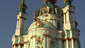 La catedral de St Andrew hermoso en Kiev, Ucrania, vídeo de la cantidad 4k almacen de metraje de vídeo