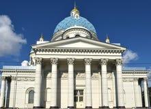 La catedral de la trinidad, llamó a veces la catedral de Troitsky, último ejemplo del estilo del imperio, construido entre 1828 y imagenes de archivo