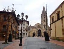 La catedral del San Salvador en el centro de Oviedo Asturias, España foto de archivo