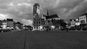 La catedral en la ciudad de mechelen imagenes de archivo