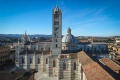 La catedral en la tierra de Siena, Italia Fotografía de archivo